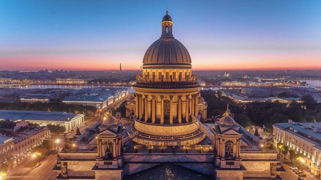 Исаакиевский собор и колоннада